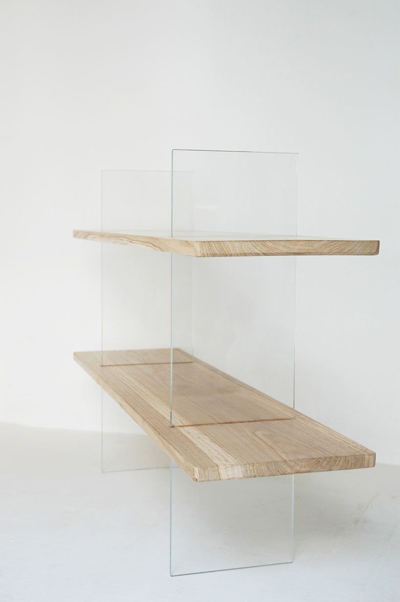 Floating Oak Low Bookshelf. Vetro edition